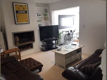 EasyRoommate UK - large double room and single room in furnished modern house, Donnington - £600 pcm