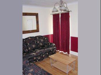 EasyRoommate UK - Caversham Graduate House Share 6 min Station and Town Centre, Caversham - £495 pcm