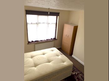 EasyRoommate UK - Quiet DOUBLE ROOM to rent in IG2! CENTRAL LINE!!!, Newbury Park - £600 pcm