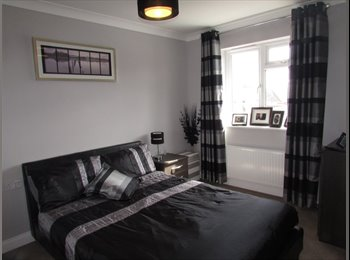 EasyRoommate UK - *Small dog considered* Modern double room situated in Parkstone, cul de sac location, Wallisdown - £500 pcm