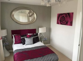 EasyRoommate UK - Fantastic Double Rooms close to Airport & Station, Tin Town - £425 pcm