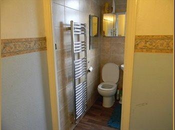 EasyRoommate UK - 2 Light Rooms in Horfield, Horfield - £420 pcm