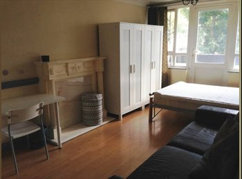 EasyRoommate UK - ^ Bright Double Room with Balcony bills included available for couple, Stepney - £889 pcm