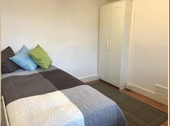 EasyRoommate UK - Studio to Rent, Swiss Cottage - £600 pcm