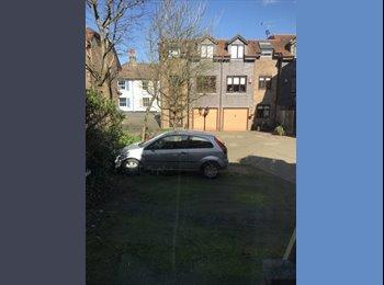 EasyRoommate UK - BEAUTIFUL 5 BEDROOM HOUSE BRIGHTON, Withdean - £630 pcm
