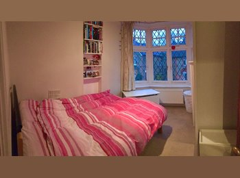 EasyRoommate UK - Single room available for short let in Ealing/Hanwell, Hanwell - £650 pcm
