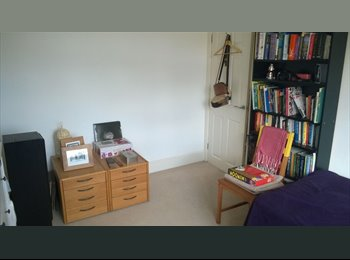 EasyRoommate UK - Bright doble room for one person in Botley, Botley - £525 pcm