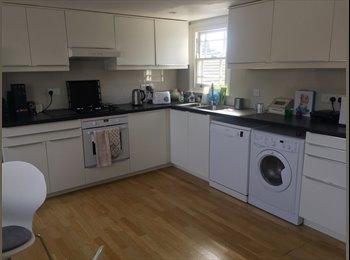EasyRoommate UK - Double room in beautiful large flat in Shepherd's Bush, Shepherds Bush - £925 pcm