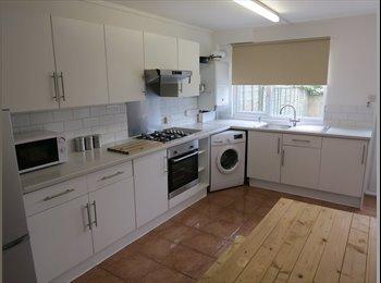 EasyRoommate UK - CHOICE OF 3 DOUBLES  AND 1 SINGLE ROOM IN WELLINGBOROUGH, Wellingborough - £420 pcm