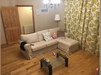 EasyRoommate UK - Spacious double room in peaceful, clean house, Leigh - £400 pcm