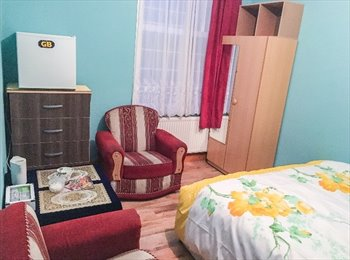 EasyRoommate UK - Spacious double room with a kingsize bed, Zone 3, Manor Park - £600 pcm