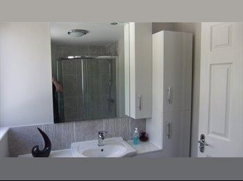 EasyRoommate UK - Nice House in Private Road, Bognor Regis - £500 pcm