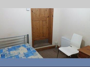 EasyRoommate UK - Single room for single male, Waddon - £400 pcm