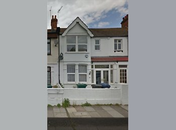 EasyRoommate UK - Spacious House in Hendon, Great Location, The Hyde - £420 pcm