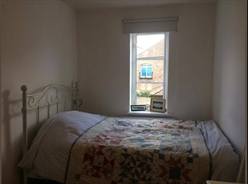 EasyRoommate UK - Double room available in June and July 2017, Spike Island - £520 pcm