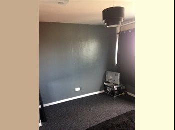 EasyRoommate UK - Spacious room to rent, Upper Stoke - £460 pcm