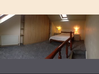 EasyRoommate UK - Large Attic Room ALL BILLS & INTERNET INCLUDED in nice shared house near University/Hospital, Crookes - £400 pcm