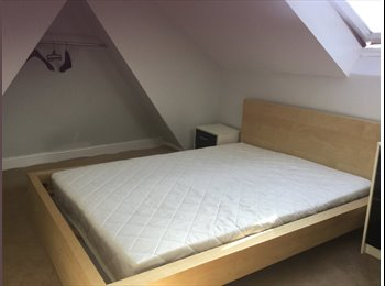 EasyRoommate UK - Quiet clean and easy to travel to London, Plumstead - £440 pcm