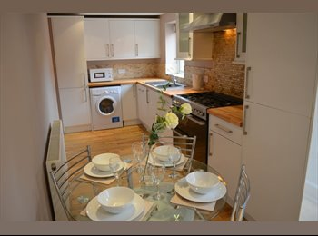 EasyRoommate UK - 6 BED STUDENT SHARE AVAIL 01/09/17 - £330/£385pcm BILLS INC., Heaton - £330 pcm