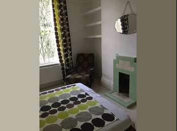 EasyRoommate UK -  Large bright room with garden view - Woolwich, Woolwich - £550 pcm