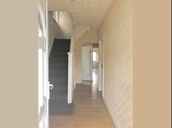 EasyRoommate UK - Double Room to rent all bills included suitable for couple, Osterley - £680 pcm
