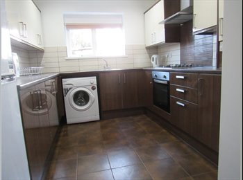 EasyRoommate UK - ****ONLY ONE ROOM AVAILABLE****HOUSE SHARE **** 13 Stanleyfield Road*****, Preston - £347 pcm