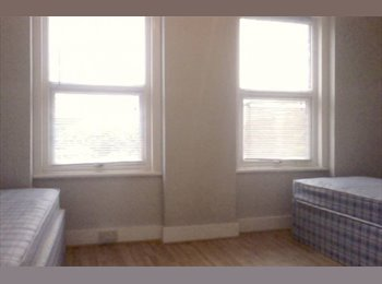EasyRoommate UK - NO DEPOSIT £314 or £530 move in. Short term. , Hither Green - £279 pcm