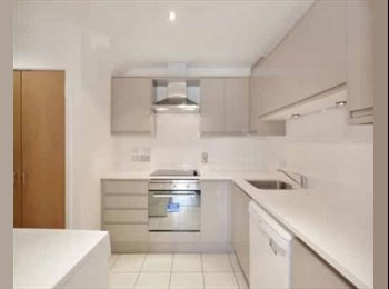 EasyRoommate UK - 0.5 Miles from Bromley South Station, Widmore - £595 pcm