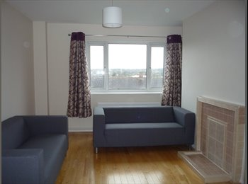 EasyRoommate UK - Bright, light, spacious, sunny flat in Denmark hill, Camberwell - £700 pcm