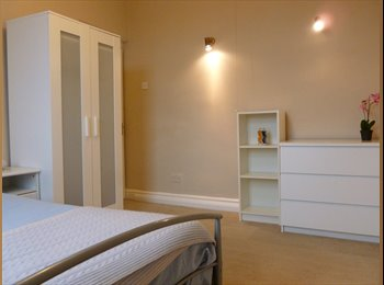 EasyRoommate UK - Two double bedrooms in comfortable Crookes house, Crookes - £300 pcm