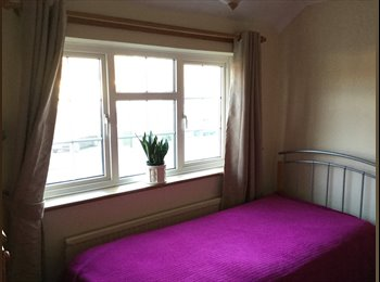 EasyRoommate UK - Double room, Burgess Hill - £600 pcm