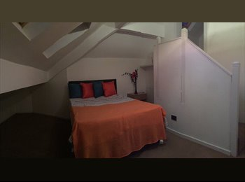 EasyRoommate UK - Beautiful professional House Share in a great location, with 6 large double rooms, all with en-suite, Wigan - £433 pcm