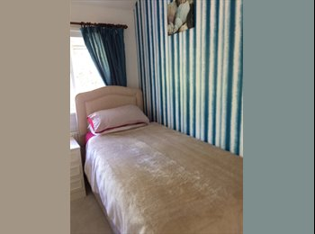 EasyRoommate UK - spare room to let, Guildford - £400 pcm