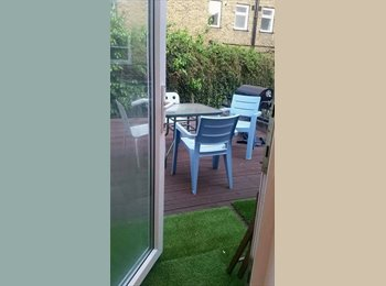 EasyRoommate UK - ** Long Term Let 30 seconds from tube**, Clapham - £975 pcm