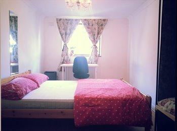 EasyRoommate UK - Bedroom in Roman Road, Bow, Mile End - £565 pcm