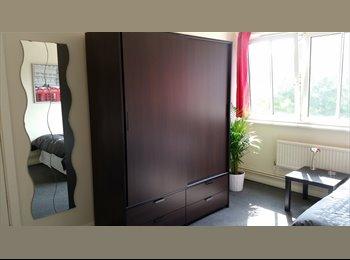 EasyRoommate UK - AMAZING DOUBLE ROOM IN BERMONDSEY *COUPLE WELCOME*, Bermondsey - £770 pcm