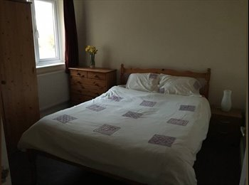 EasyRoommate UK - Double room available in village location, Oakham - £300 pcm