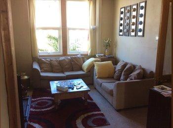 EasyRoommate UK - Large Single room in Kemptown, Brighton Marina - £600 pcm