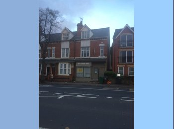 EasyRoommate UK - Great location - Double room with en-suite., Carrington - £400 pcm