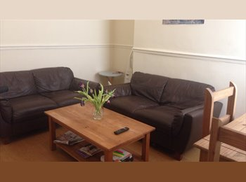 EasyRoommate UK - Kensington Fields Houseshare close to the city centre. ALL BILLS inc, Kensington - £342 pcm