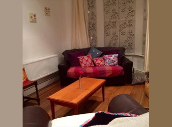 EasyRoommate UK - Double Room in a Homely House Share, Off Albany Road, Cathays - £290 pcm