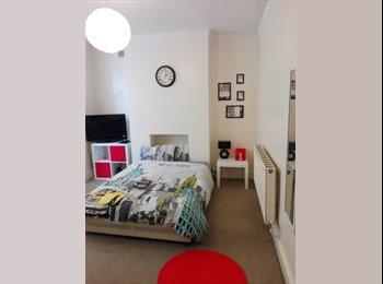 EasyRoommate UK - Amazing double room in coronation road!!, Spike Island - £550 pcm