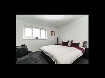 EasyRoommate UK - VIP Double Room, West Ham - £725 pcm