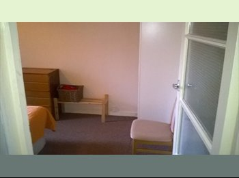 EasyRoommate UK - Double room (single use only), Eastville - £400 pcm