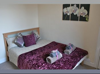 EasyRoommate UK - Clifton Village - 5 minute walk, Temple Meads - 15 minute walk,   Cabot Circus ., Broadmead - £385 pcm