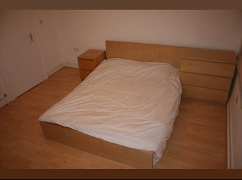 EasyRoommate UK - HUGE DOUBLE in the heart of Kings Cross.. All Bills Inc, St Pancras - £830 pcm