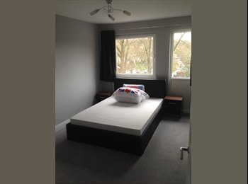 EasyRoommate UK - Double Bedroom to rent in house in Croydon, Friendly, Fun, Nice place to live , Selsdon - £550 pcm