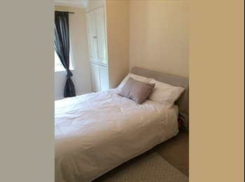 EasyRoommate UK - Large double bedroom in quiet cul de sac home, Kingston, Berrylands - £680 pcm