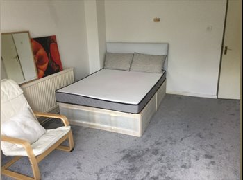 EasyRoommate UK - Stratford Big Double room/ couples welcome, West Ham - £690 pcm