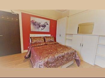 EasyRoommate UK - Nice Studio Flat in Charminster , Winton - £680 pcm